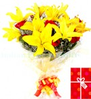 send  Lovely Roses Lilies in a Bouquet delivery